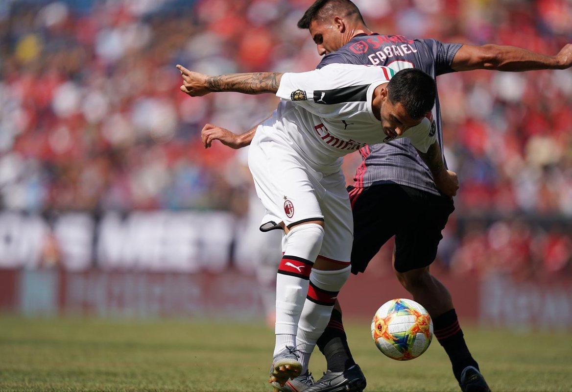 Милан - Бенфика 0:1
