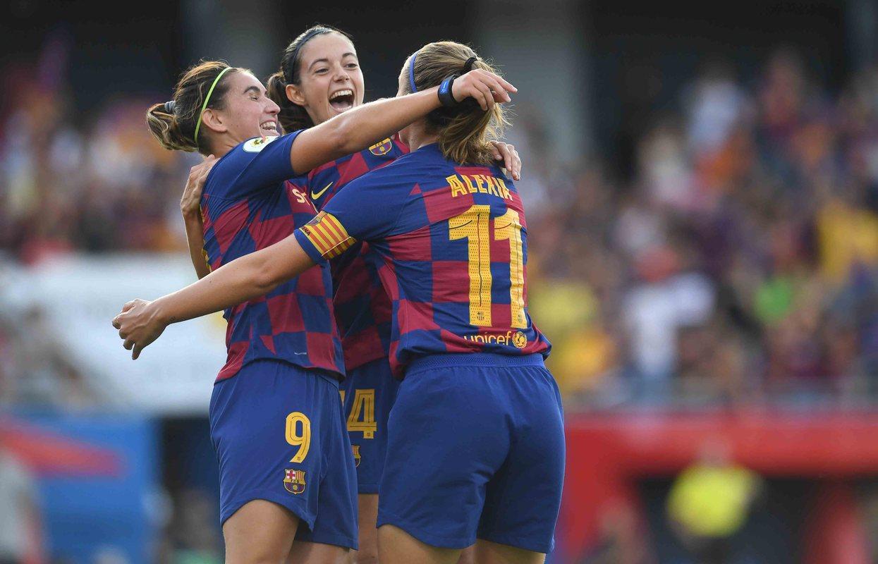 Женская Барселона разгромила Реал в Эль Класико
