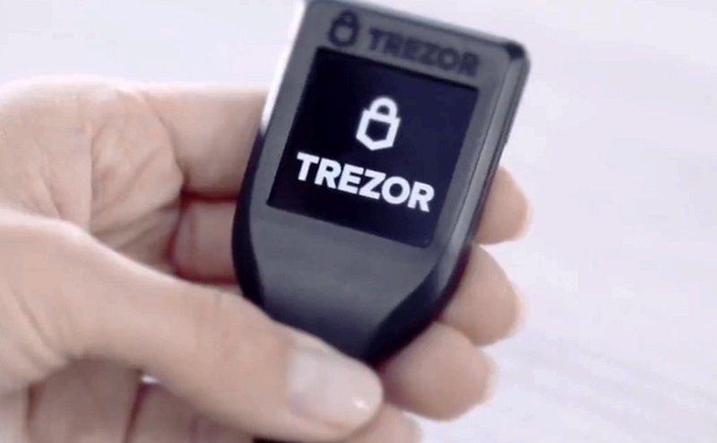 Внешний вид аппаратного кошелька Trezor Model T