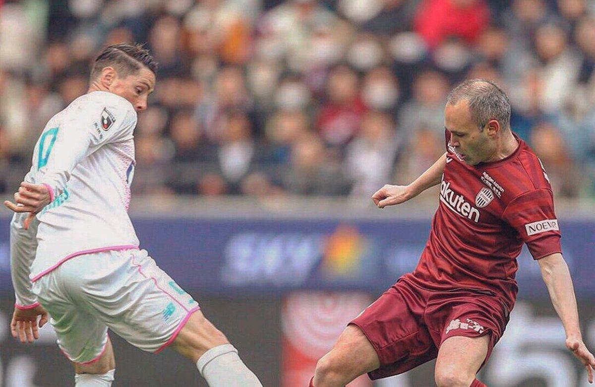 Фернандо Торрес завершил карьеру в матче против Иньесты