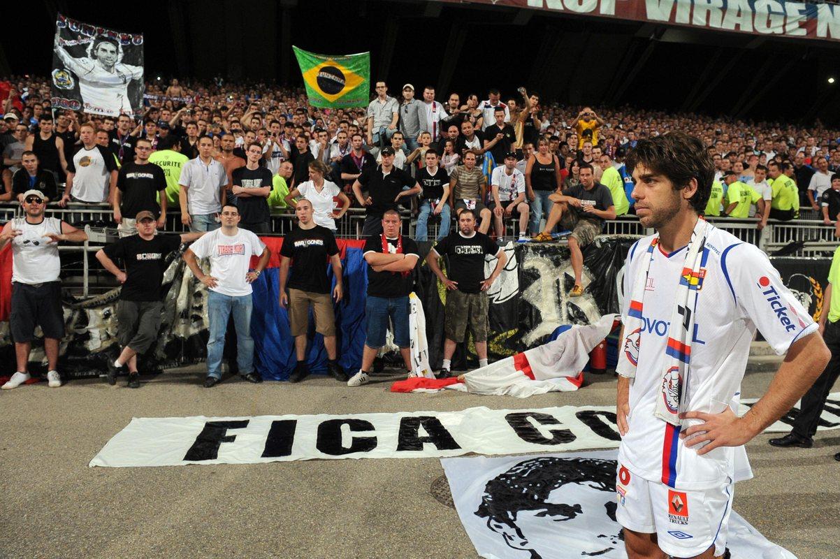 Жуниньо и фанаты Лиона