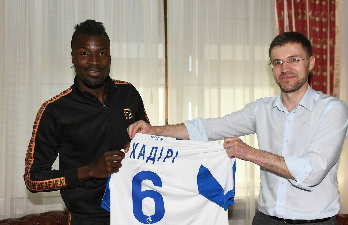 Кадири позирует с футболкой киевского Динамо