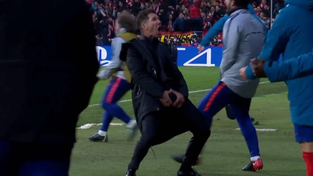 Диего Симеоне празднует гол в ворота Атлетико