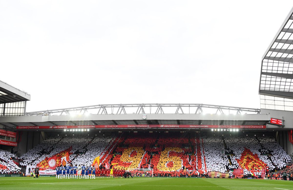 Перфоманс болельщиков Ливерпуля на матче с Челси (2:0)