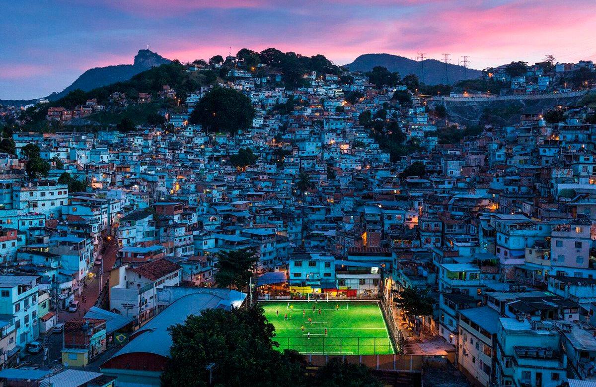 Стадион в фавеллах Рио