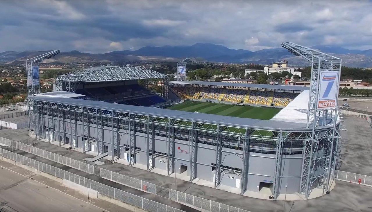 Бенито Стирпе, стадион Фрозиноне