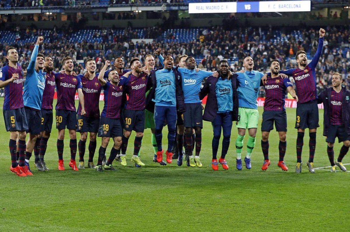 Барселона ликует после выездной победы над Реалом