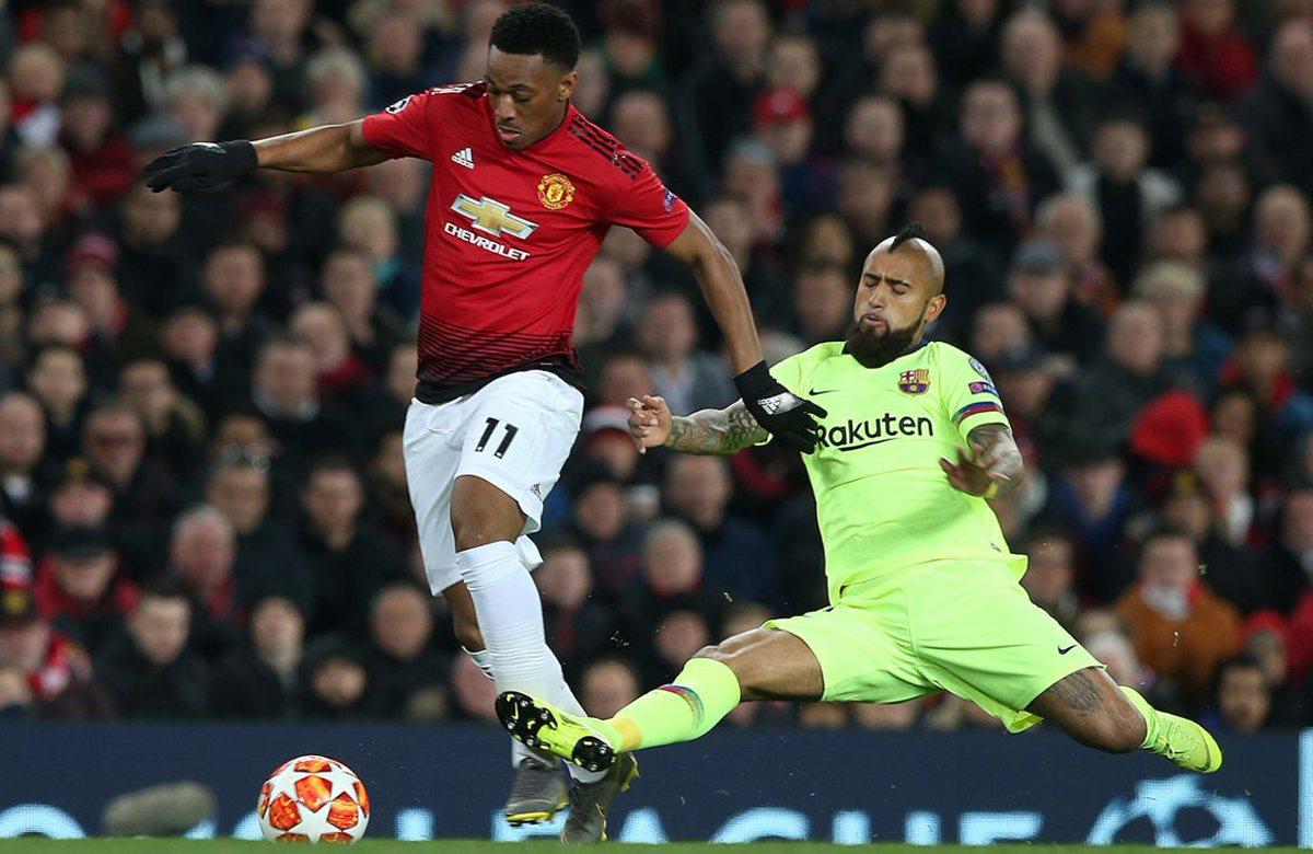 Марсьяль и Видаль в матче МЮ – Барселона (0:1)