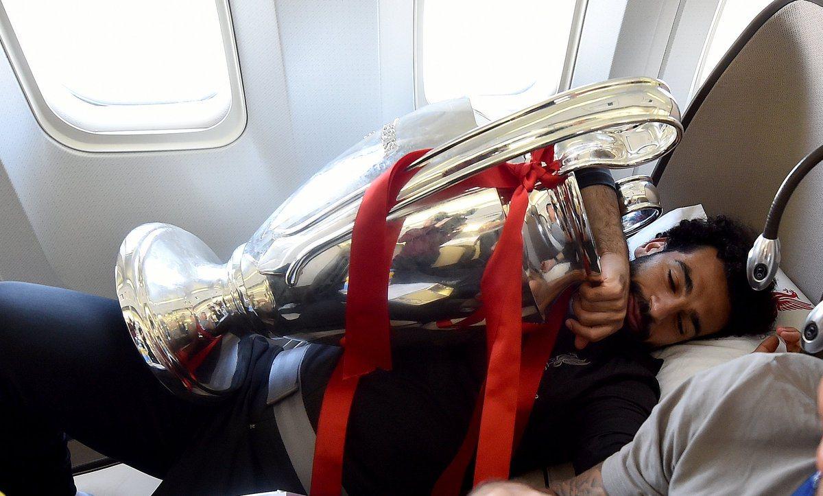 Салах не отпускал трофей ЛЧ даже во сне