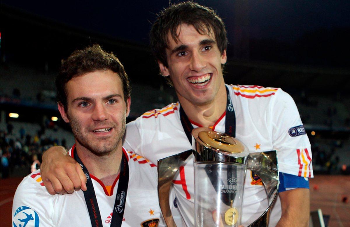 Хуан Мата и Хави Мартинес с кубком молодежного чемпионата Европы