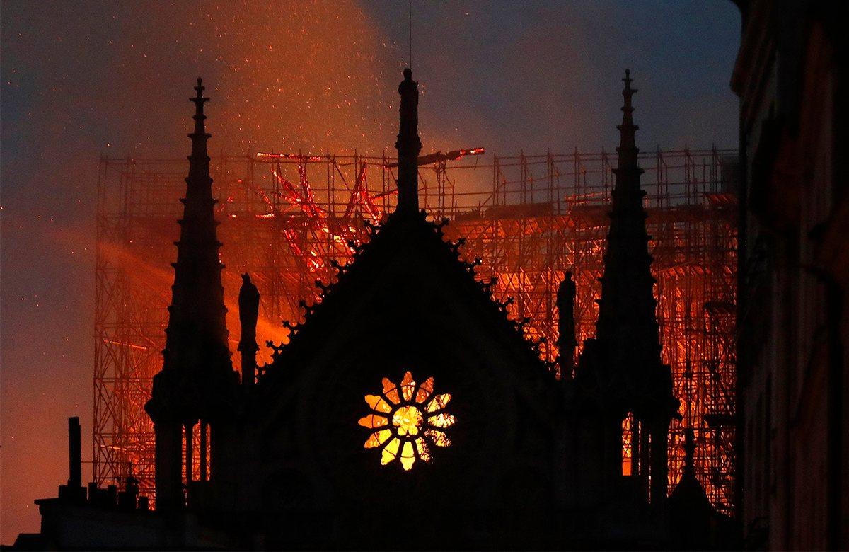 Пожар в соборе Нотр-Дам де Пари