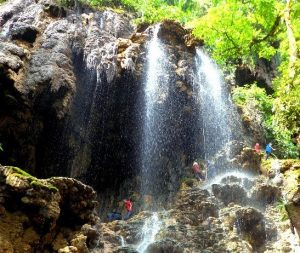 air-terjun-goa-tetes
