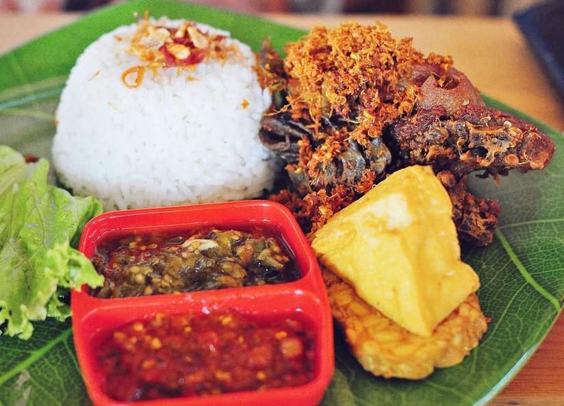 22 Wisata Kuliner Semarang Yang Paling Terkenal