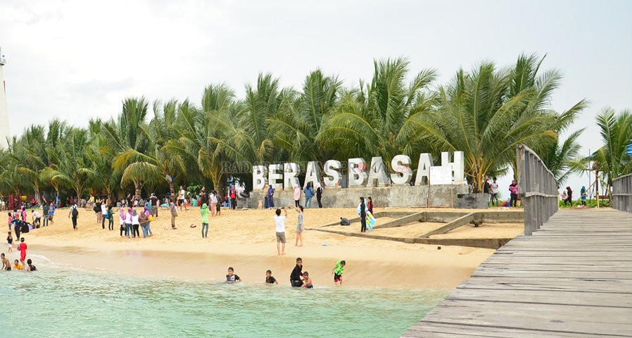 13 Tempat Wisata Di Kalimantan Timur Yang Terkenal