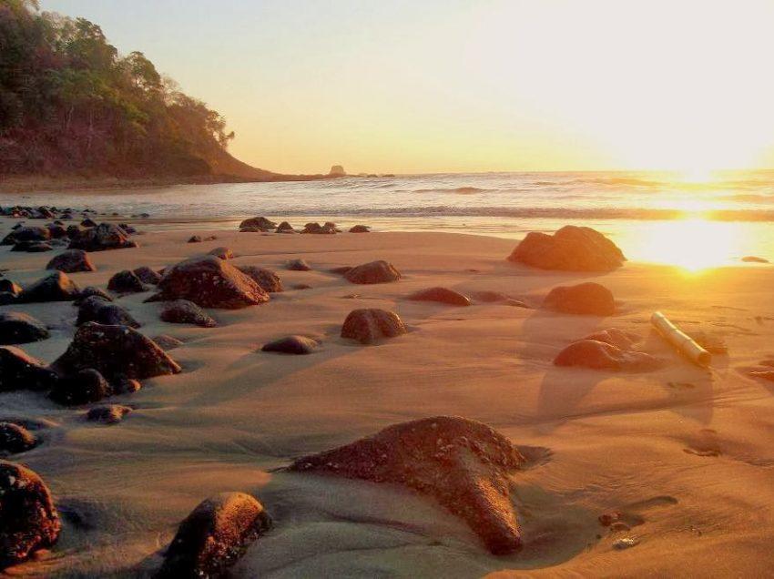 Wisata Pantai Nanggelan Jember yang Wajib Dikunjungi