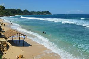 17 Pantai Eksotis di Jawa Tengah yang Indah dan Instagrammable