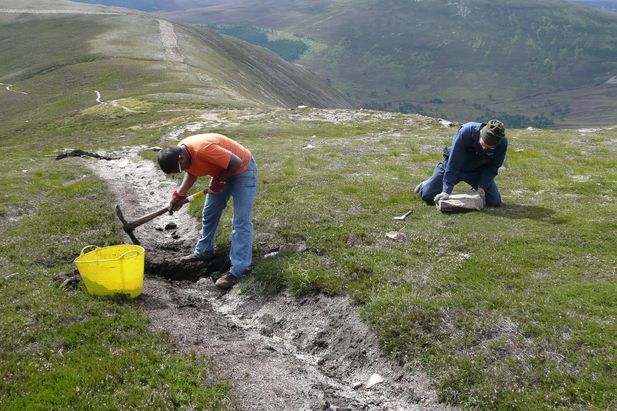 Volunteer in Scotland's most iconic locations