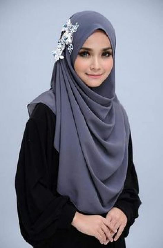 Hijab-with-floral-charm
