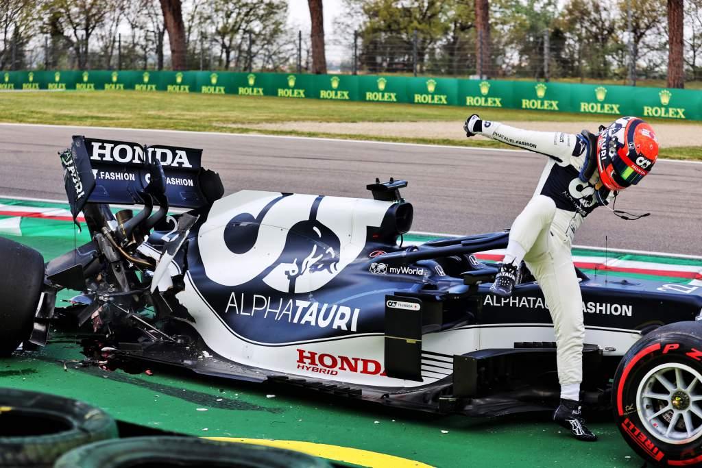 Yuki Tsunoda AlphaTauri crash Imola qualifying 2021