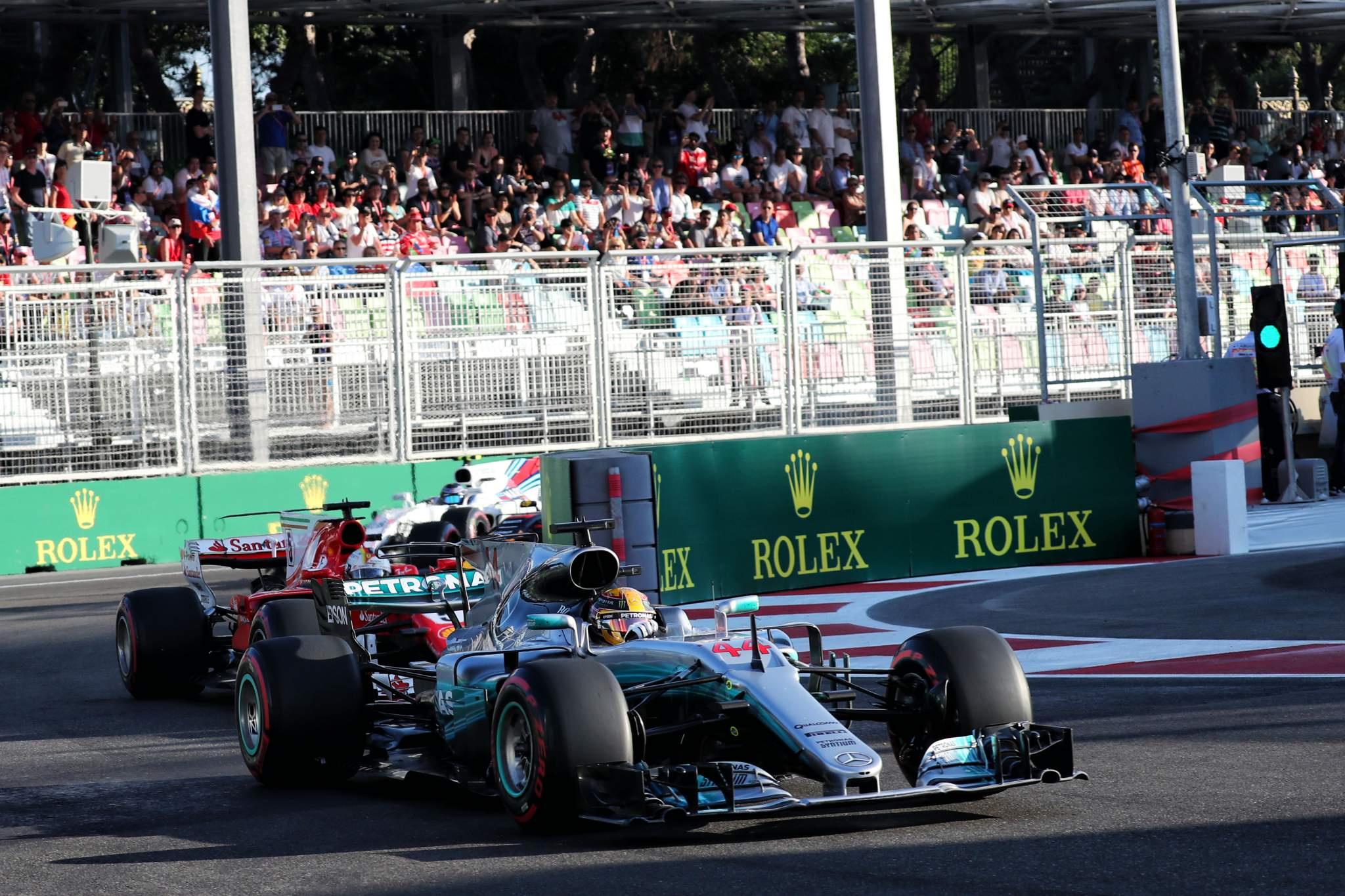 Lewis Hamilton Mercedes Baku 2017