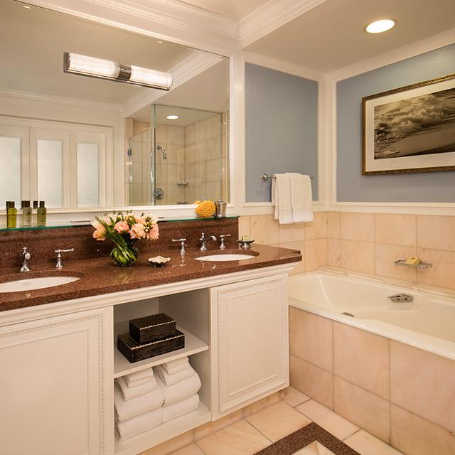 Deluxe Guest Room with Resort View bathroom