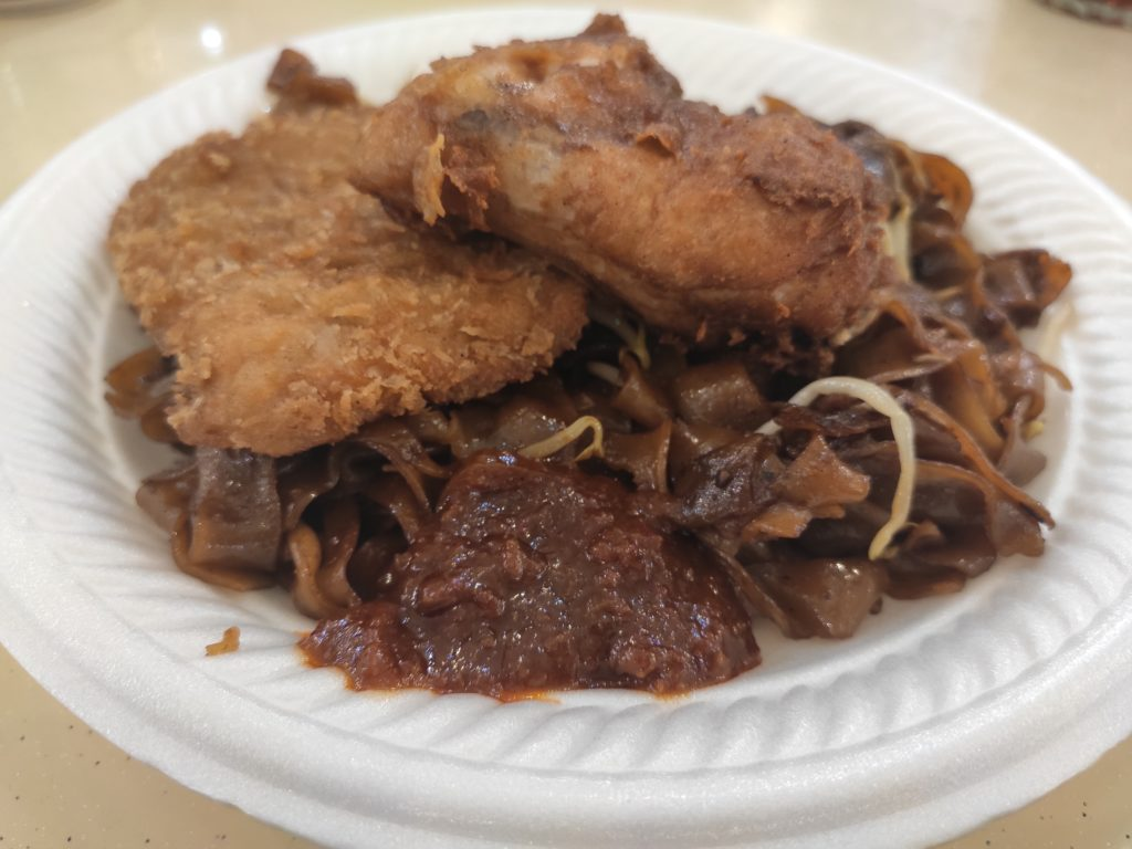 Bai Li Xiang Economic Bee Hoon: Fried Kway Teow with Chicken Wing and Fish Fillet