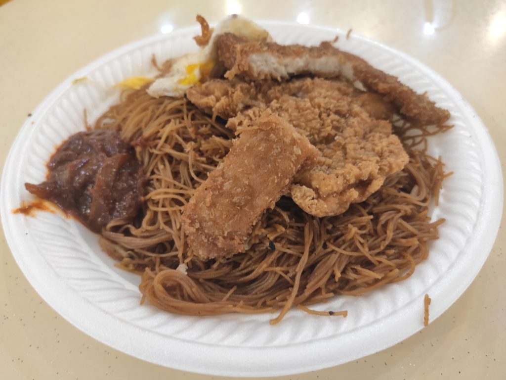 Bai Li Xiang Economic Bee Hoon: Fried Mee Hoon with Chicken Cutlet and Fish Fillet