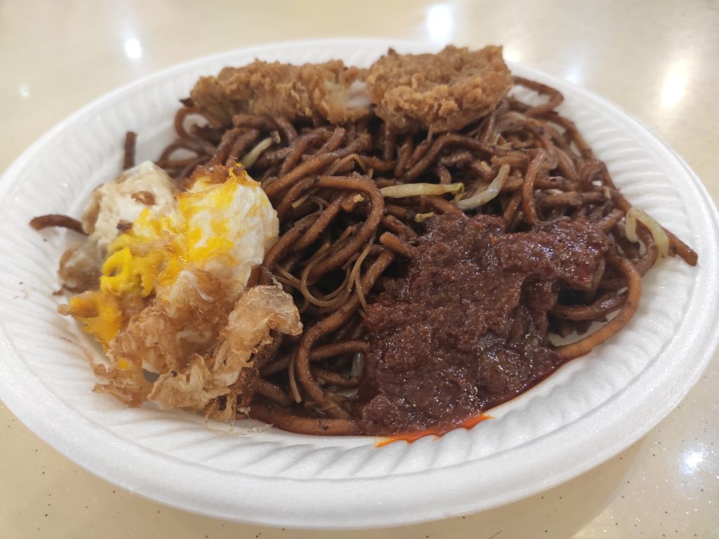 Bai Li Xiang Economic Bee Hoon: Fried Noodles with Chicken Cutlet and Fried Egg