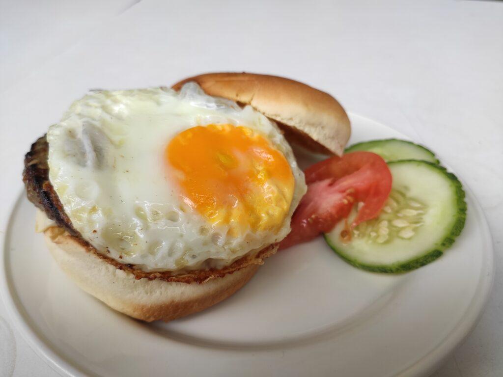 Han's: Beef Cheeseburger
