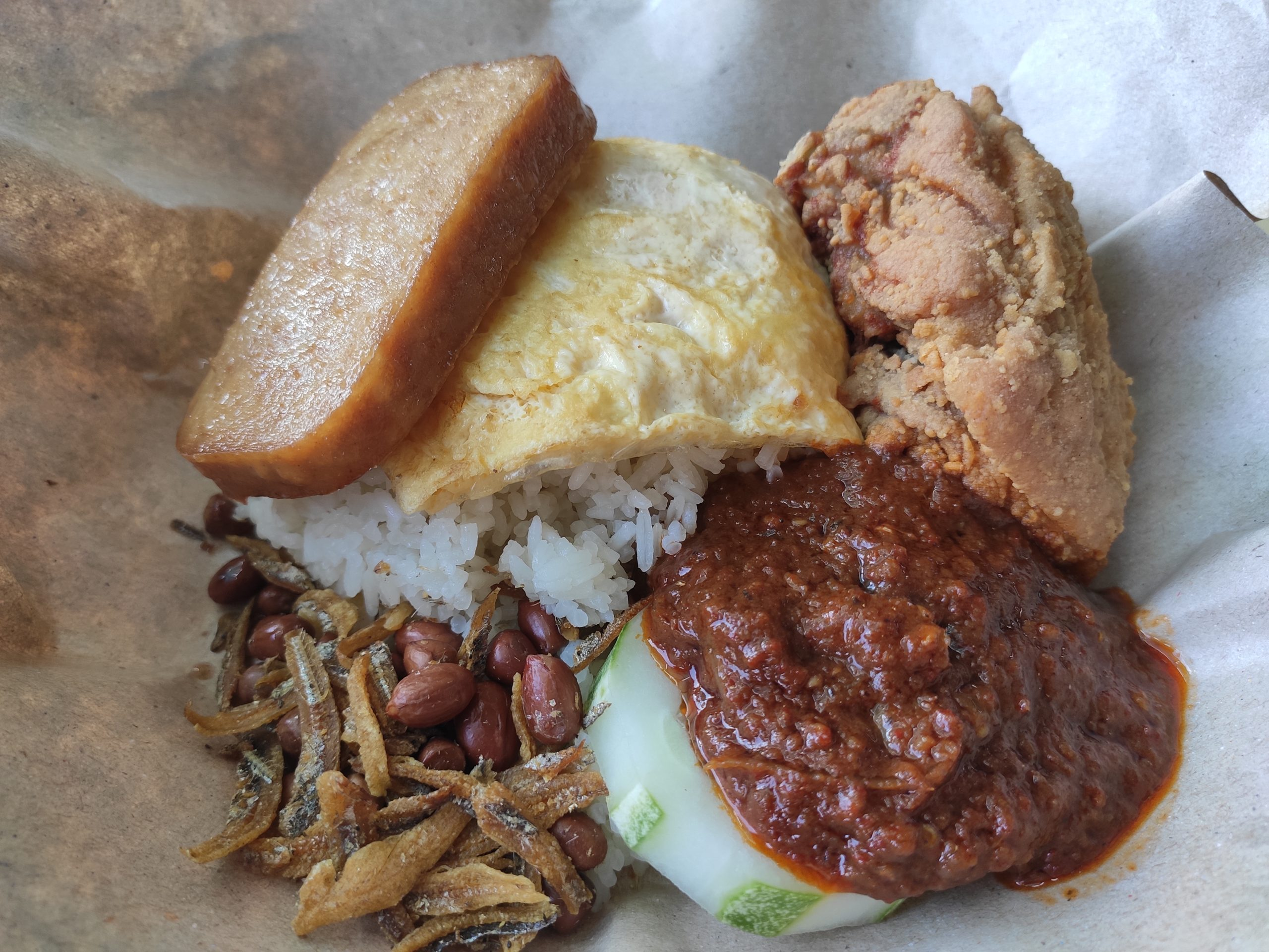HoYeah Nasi Lemak with Chicken Thigh, Egg Omelette & Luncheon Meat