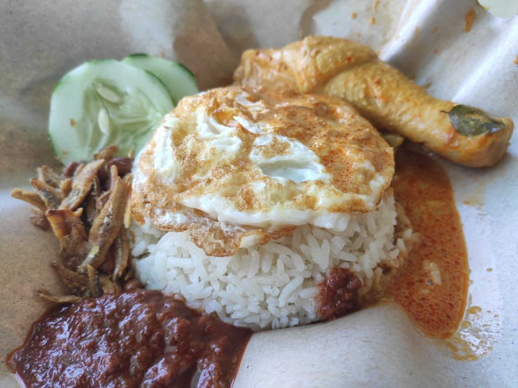 HoYeah Nasi Lemak with Curry Chicken Drumstick & Fried Egg