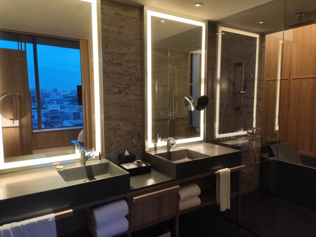 Parkroyal Collection Pickering: Urban Junior Suite Bathroom with Double Wash Basins