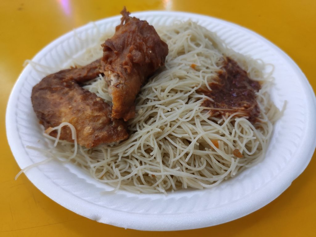 Piao Xiang Xiao Chi: Fried Mee Hoon with Chicken Wing