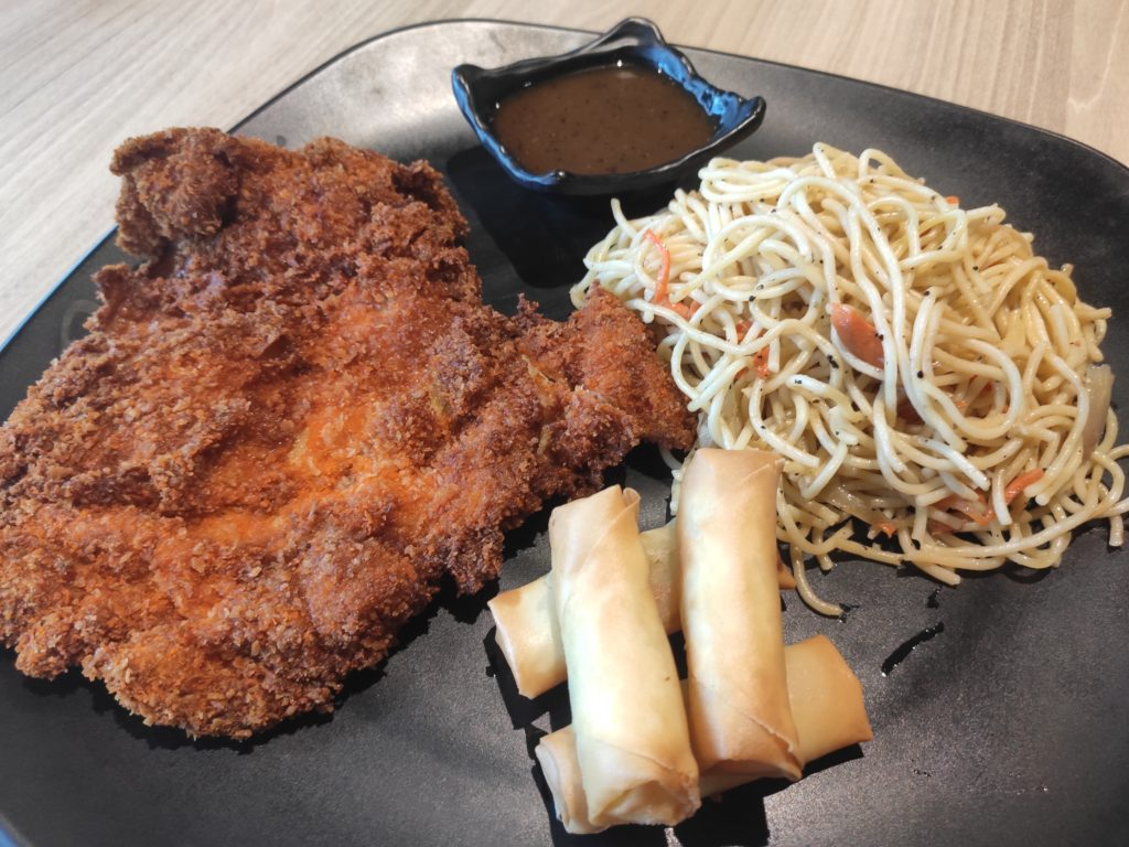 Renee's Western Cuisine: Fried Chicken Cutlet with Spaghetti & Spring Rolls