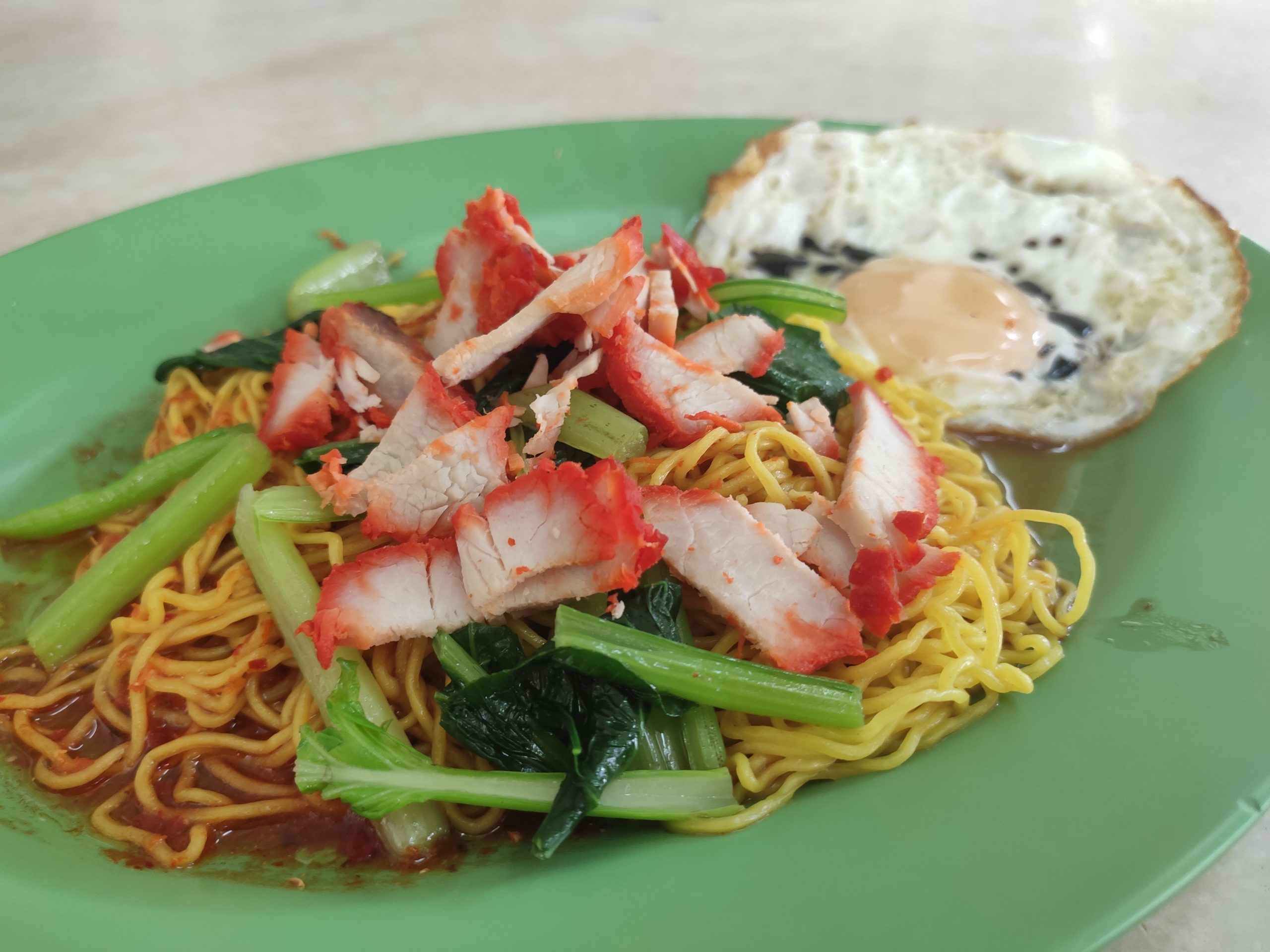 Tjao Sin Wanton Mee: Char Siew Noodles with Fried Egg