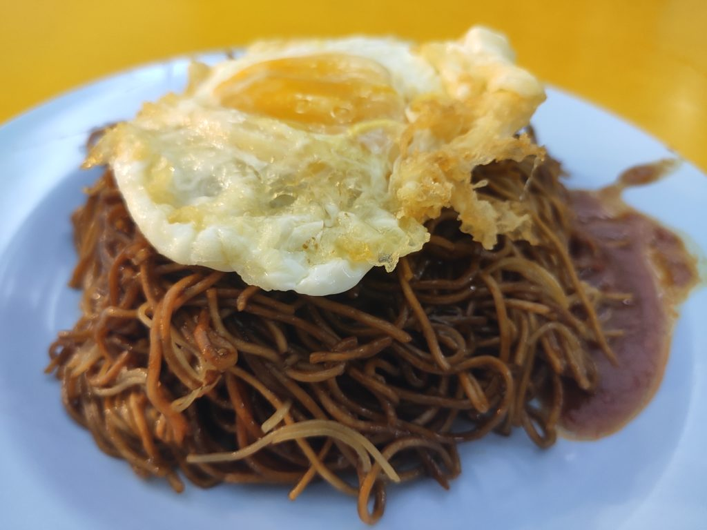 Yew Chuan: Fried Noodles with Fried Egg