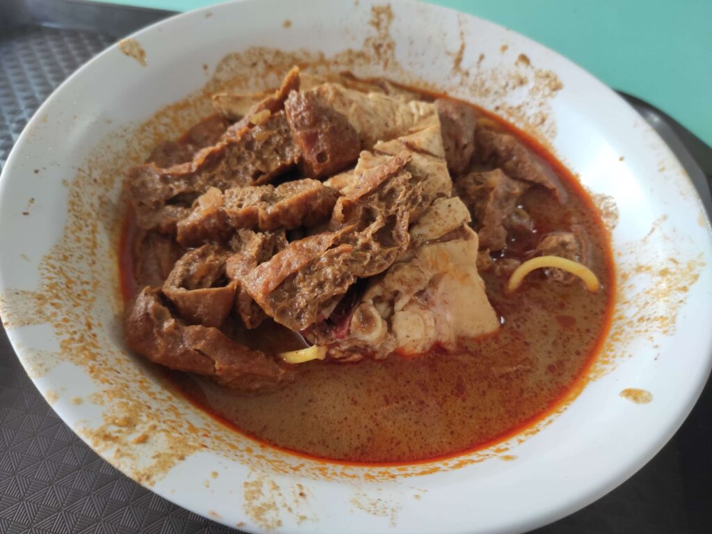 Heng Kee Curry Chicken Bee Hoon Mee: Curry Chicken Noodles