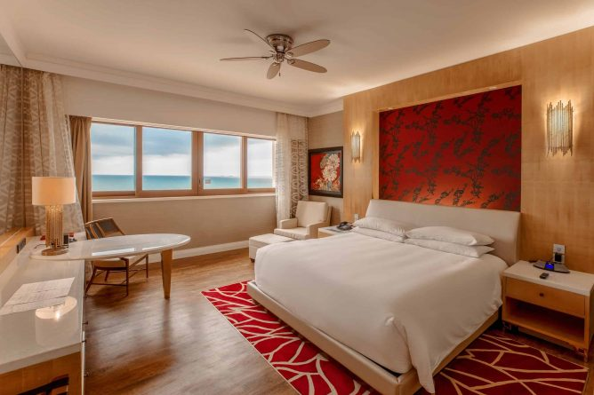 King Bed Deluxe Room (2)