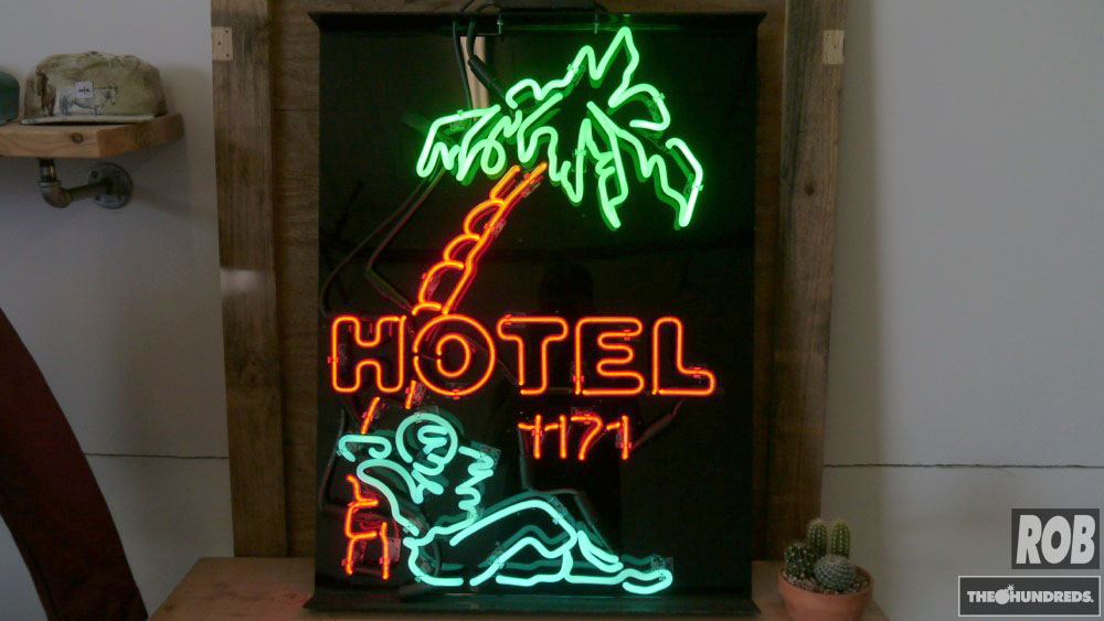 hotel 1171 neon sign