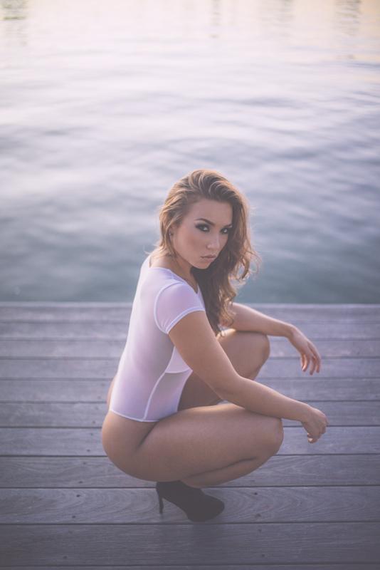 nicole_mejia, nicole mejia, model interiew, van styles photography, model in heels on the dock