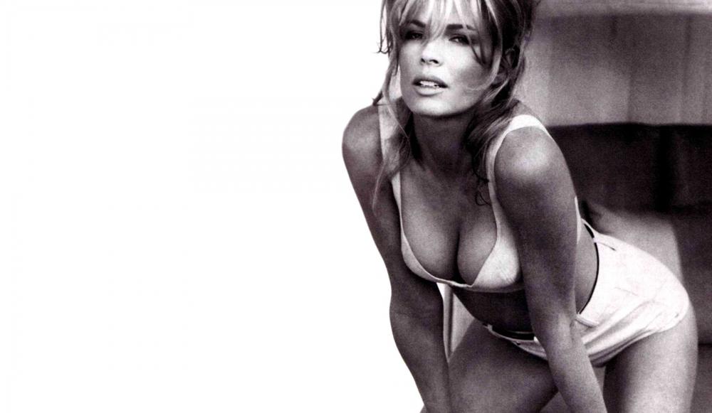 Kim Basinger, Vicki Vale,
