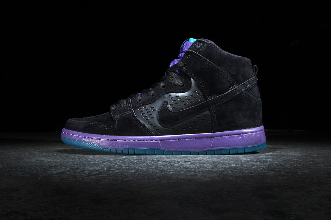 quality design d25b6 54f52 In a way, this is a follow up to the original Supreme Dunks  take a classic  Jordan and apply it to a Dunk silhouette. But this works on more levels  than ...