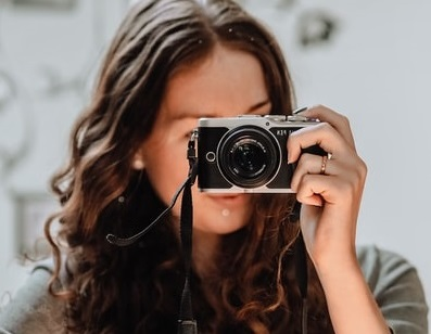LadyWithCamera