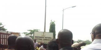 Sympathisers besiege INEC headquarters in Anambra to access the fire incident.