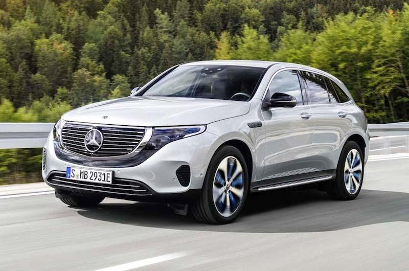Mercedes-Benz EQC 400 4MATIC, (BR N293) / Hightechsilber / Interior: Electric Art / Der neue Mercedes-Benz EQC - der erste Mercedes-Benz der Produkt- und Technologiemarke EQ. Mit seinem nahtlosen klaren Design ist der EQC ein Vorreiter einer avantgardistischen Elektro-Ästhetik mit wegweisenden Designdetails und markentypischen Farbakzenten außen wie innen. // Mercedes-Benz EQC 400 4MATIC, (BR N293) / hightech silver / Interior: Electric Art / The new Mercedes-Benz EQC - the first Mercedes-Benz under the product and technology brand EQ. With its seamless, clear design, the EQC is a pioneer for an avant-garde electric look with trailblazing design details and colour highlights typical of the brand both inside and out.