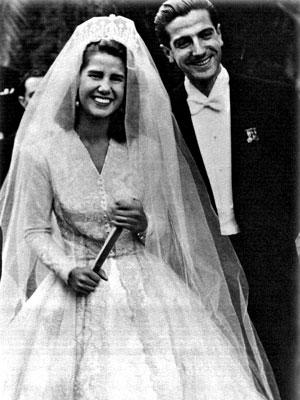 The Royal Order of Sartorial Splendor: Wedding Wednesday: The Duchess of Alba's Gown