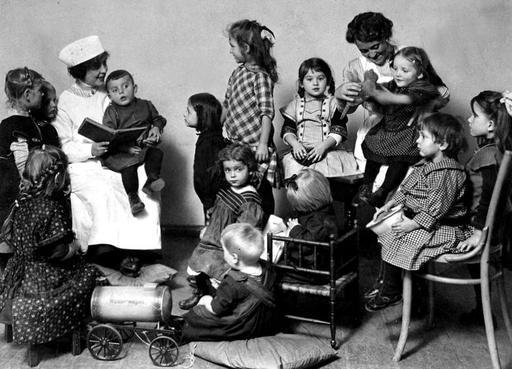Day Home for soldiers' children, Berlin, 1915 | Germany 1900-1920 | Old photography, Children ve ...