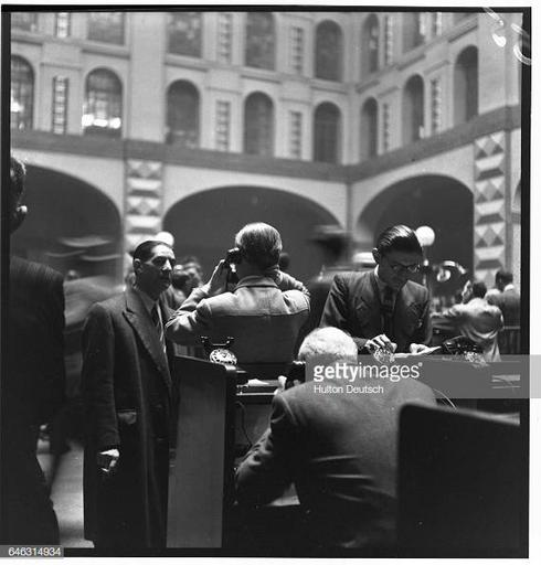 Spanish bankers trade stock at the Milan Stock Exchange in 1947. News Photo |  Images