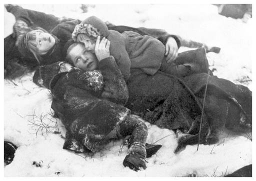 Finnish civilians taking cover during a Soviet air raid, Winter war, 1939-1940 | Historia ...