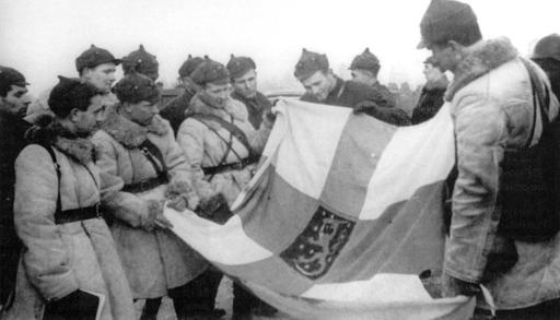 [Photo] Soviet troops with a captured Finnish state flag, Finland, 1939-1940 | World War II Database